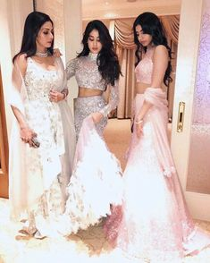 Sridevi Anil Sonam Arjun Jhanvi Kushi and more here is what the Kapoors wore at a family wedding! Indian Bridal Outfits, Indian Designer Outfits, Designer Dresses, Pakistani Dresses, Indian Dresses, Indian Clothes, Shadi Dresses, Desi Clothes, Saris