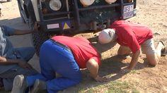 Rescue of Dying Land Rover in the Kalahari, oh dear! #NikelaAfrica #NikelaWildlife