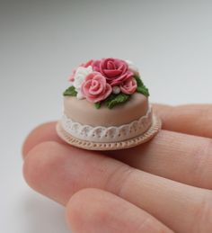 Red rose miniature polymer clay cupcake by MeganHess on deviantART Polymer Clay Cake, Polymer Clay Miniatures, Polymer Clay Charms, Polymer Clay Jewelry, Clay Beads, Clay Earrings, Barbie Food, Doll Food, Miniature Crafts