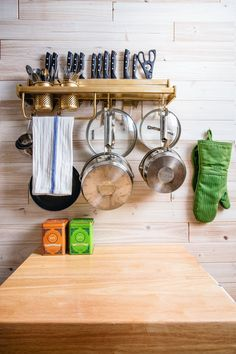 New York is one of the capitals of living well in small homes, so it's no surprise you can get lots of kitchen storage ideas from the tiny apartments of stylish New Yorkers.