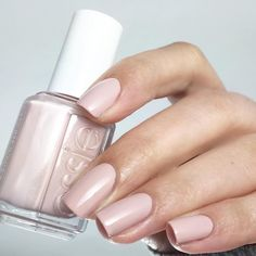 essie topless and barefoot!