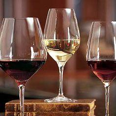 """""""El vino es una cosa maravillosamente apropiada para el hombre si, en tanto en la salud como en la enfermedad, se administra con tino y justa medida"""". Hipócrates"""