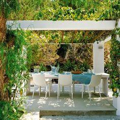 Guia de jardin. Blog de jardinería y plantas. Jardín en casa.: Casa y terraza al más puro estilo mediterráneo
