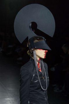 Visions of the Future: Gareth Pugh Automne/Hiver 2015, Womenswear - Défilés (#20961)