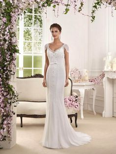 A beautiful art deco wedding dress perfect for a vintage wedding - Dress: Fara Sposa 2016 Collection