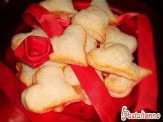 Le #pizzette di #SanValentino! Vi meritate una #pausastudio! #exam #food #recipe #ValentinesDay #esami #pizza #sessioneinvernale #StudentsInLove http://pastaltonno.it/pizzette-s-valentino/