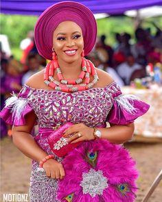 2019 Creative and Beautiful Asoebi Styles - Naija's Daily African Bridal Dress, Short African Dresses, African Lace Styles, African Wedding Attire, African Blouses, Latest African Fashion Dresses, African Print Fashion, African Attire, African Traditional Wedding Dress