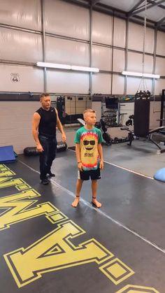 Self Defense Moves, Self Defense Martial Arts, Self Defense Techniques, Survival Life Hacks, Survival Tips, Survival Skills, Martial Arts Workout, Martial Arts Training, Boxing Workout