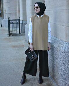 Image may contain: 1 person, standing Hijab Casual, Hijab Chic, Muslim Fashion, Modest Fashion, Korean Fashion, Fashion Outfits, Modest Dresses, Modest Outfits, Hijab Elegante