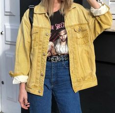 Jaqueta Jeans Vintage e Oversized Yellow Jaquetas coloridas The post Jaqueta Jeans Vintage e Oversized Yellow Jaquetas coloridas appeared first on Jean. Jean Outfits, Fall Outfits, Casual Outfits, Fashion Outfits, Yellow Outfits, Dress Fashion, Jeans Vintage, Vintage Outfits, Looks Style