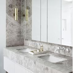 Beautiful master bathroom decor tips. Modern Farmhouse, Rustic Modern, Classic, light and airy master bathroom design ideas. Bathroom makeover tips and bathroom remodel some ideas. Bad Inspiration, Decoration Inspiration, Bathroom Inspiration, Decor Ideas, Bathroom Layout, Bathroom Interior Design, Bathroom Ideas, Bathroom Mirrors, Master Bathrooms