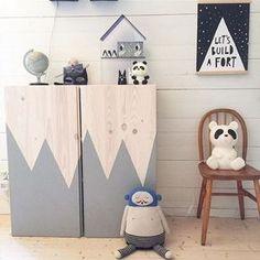 peindre dessin de montagne sur meuble en pin ikea