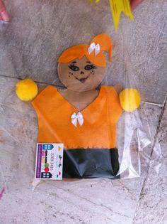 Fantoche torcedora do Brasil da Oficina Infantil.