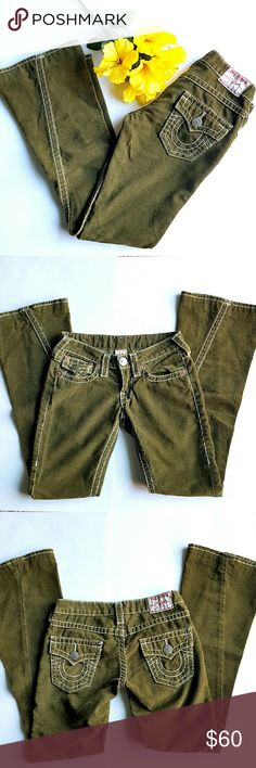 """True Religion Green Cords Forest green flare low rise cords with white stitches. 5 pockets,  zipper closure and single button, belt loops. 13.5"""" waist, 6.5"""" rise, professionally altered to 31"""" inseam. 75% cotton 25% polyester.  In excellent LIKE NEW condition. True Religion Jeans Flare & Wide Leg"""