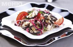 Salad with eggplant, red beans, rise, onion and cheese
