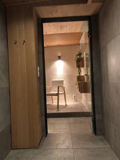 #bathroomideas #Fingerpanel #bathroominspo  #woodenroof #Artekchair #artek403 #greybathroom #modernbathroom #kylpyhuone #oldhouse #vanhatalo