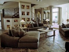like wall behind sofa, like the floor and the columns in the house too. Eclectic Living Room, Living Room Decor, Living Spaces, Wall Behind Sofa, Barbie Dream House, Living Room Flooring, Dream Rooms, Portfolio Design, My Dream Home