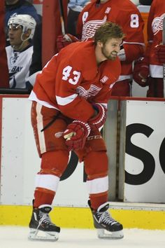 Detroit Red Wings Darren Helm To Miss 6-8 Weeks With Dislocated Shoulder