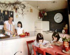 Casinha colorida: De escola a uma casa de família adorável