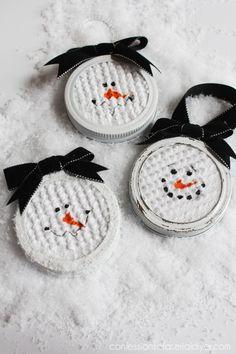 Mason-Jar-Lid-Snowman-Ornament-7