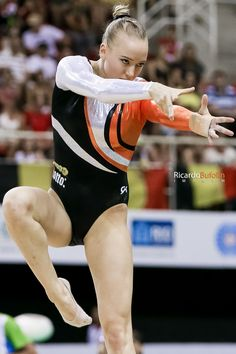 Lieke Wevers (Leeuwarden, 17 september 1991) is een Nederlandse turnster Gymnastics Pictures, Sport Gymnastics, Artistic Gymnastics, Gymnastics Costumes, Gymnastics Leotards, Girl Anatomy, Shawn Johnson, Rio Olympics 2016, Body Poses