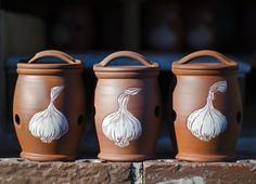 Garlic pots