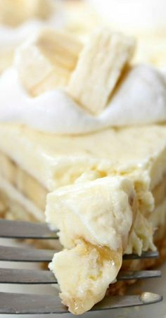 move over cheesecake factory try this recipe for a creamy dessert Banana Cream Cheesecake Dessert Crepes, Banana Dessert, Cheese Dessert, Just Desserts, Delicious Desserts, Yummy Food, Banana Cream Cheesecake, Cream Cheese Pie, Banana Recipes