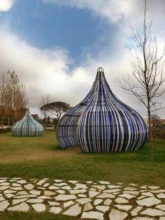 Electric kisses by Dennis Oppenheim, 2009_ Parco Internazionale della scultura MARCA, Catanzaro (IT)