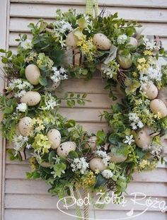 blomsterkrone - Lilly is Love Easter Flower Arrangements, Easter Flowers, Easter Centerpiece, Easter Crafts, Bunny Crafts, Easter Decor, Easter Ideas, Vintage Easter, Easter Wreaths