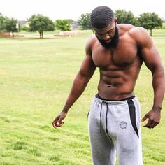 Sharing photos of black men to combat the erasure in the beard movement. Black Muscle Men, Fine Black Men, Hot Black Guys, Gorgeous Black Men, Handsome Black Men, Fine Men, Beautiful Men, Hot Guys, Scruffy Men