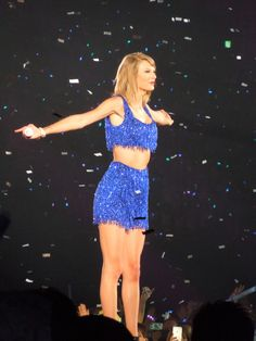Taylor Swift - 1989 Tour Absolutely love this color & outfit (especially on the BAE)