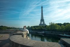 Paris Outdoor Pre-Wedding Photoshoot With The Eiffel Tower And  Le Pont de Bir-Hakeim  by Son  on OneThreeOneFour 10