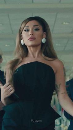 Ariana Grande Fotos, Ariana Grande Singing, Ariana Grande Music Videos, Ariana Grande Photoshoot, Ariana Grande Cute, Ariana Grande Outfits, Ariana Grande Pictures, Ariana Grande Ponytail, Ariana Grande Background