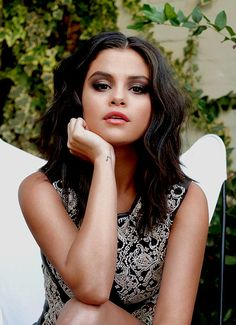 -I dont have a life.Im studying maths ughh 😢😢 This pic is lit😍 . Selena Gomez Photoshoot, Selena Gomez Fotos, Selena Gomez Pictures, Selena Gomez Style, Selena Gomez The Weeknd, Cinderella Story, Alex Russo, Marie Gomez, Glamour Photography