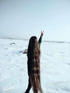 Floor length long hair on snow land ,,photo,China Long Hair Beautiful Buns, Long Braids, Super Long Hair, Hair Shows, Layered Cuts, Dream Hair, Female Images, Long Hairstyles, Hair Lengths