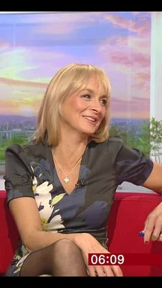 She is a good way to start the day. My Tights, Tights And Heels, Beautiful Legs, Gorgeous Women, Beautiful People, Girl Short Hair, Short Girls, Itv Presenters, Great Legs