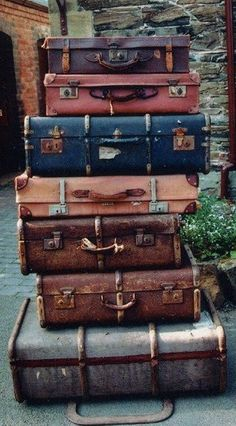 i have a new fascination with vintage/old luggage.oh the places you've gone! Vintage Suitcases, Vintage Luggage, Vintage Travel, Old Luggage, Travel Luggage, Travel Packing, Light Luggage, Luggage Packing, Luggage Sets