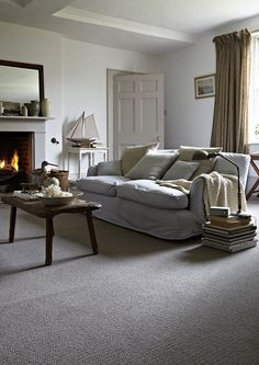 Grey Carpet Living Room Ideas Home Decoration Keep Warm In A Welcoming Rustic Lounge With Comforting Fireplace Cosy Interior Design. Small Living Rooms, Rugs In Living Room, Interior Design Living Room, Living Room Designs, Living Room Decor, Cosy Interior, Modern Living, Modern Room, Design Bedroom