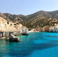 Η ελληνική «Γαλάζια Λίμνη»: Το ακατοίκητο νησί με τις φυσικές πισίνες που «βουλιάζει» από κόσμο (Pics) Water, Outdoor, Gripe Water, Outdoors, The Great Outdoors, Aqua