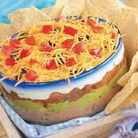 7 layer dip so yummy Dip Recipes, Appetizer Recipes, Snack Recipes, Appetizers, Vegan Recipes, Lunch Snacks, Yummy Snacks, Yummy Food, I Love Food