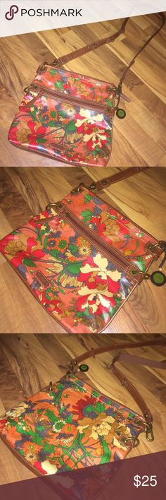 """Floral Sakroots crossbody bag Excellent used condition floral vinyl crossbody bag by Sakroots. Only used once. 12""""X11"""" big, 24"""" strap drop. Sakroots Bags Crossbody Bags"""