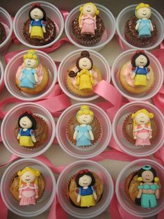 Adorable Disney princesses cupcakes.
