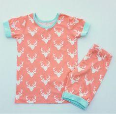 Gratis Nähanleitung für einen Kinder-Schlafanzug mit kurzem Arm ❤ PDFSchnittmuster ❤ mit Tutorial ❤ für Anfänger geeignet ❤ ✂ Jetzt Nähtalente.de besuchen ✂