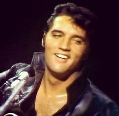 What a smile! Elvis was such a gorgeous man. ❤️
