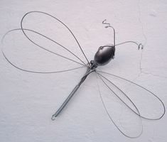 DIY Whisk Dragonfly from whisk and spoon Welding Projects, Diy Projects To Try, Craft Projects, Wire Crafts, Fun Crafts, Arts And Crafts, Garden Whimsy, Garden Art, Garden Crafts