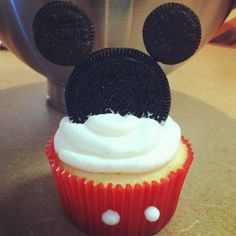 Mickey Cupcake - saving for the boys if they have a Mickey Mouse Clubhouse party.