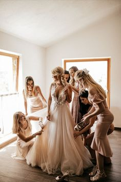 wedding photography bridal party Bridesmaids group photo candid getting ready moments blush bridesmaids dress six bridesmaids wedding photos wedding morning bridal party pictures Wedding Picture Poses, Wedding Poses, Wedding Photoshoot, Bride Poses, Bridesmaid Poses, Brides And Bridesmaids, Bride And Bridesmaid Pictures, Bridesmaid Dresses, Wedding Photography Styles