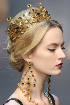Dolce & Gabbana, 2013 / stunning jewelry, crown. (Every girl should own a crown and matching earrings)!!!
