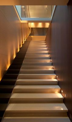 Today's emphasis? The stairs! Here are 26 inspiring ideas for decorating your stairs tag: Painted Staircase Ideas, Light for Stairways, interior stairway lighting ideas, staircase wall lighting. Modern Staircase, Staircase Design, Staircase Ideas, Staircase Landing, Stair Design, Wood Staircase, Stairway Lighting, Wall Lighting, Indirect Lighting