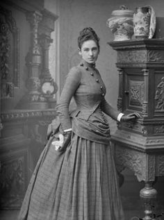 20 Stunning Vintage Photos Show What Victorian Female Fashion Looked Like - That's why Victorian Era has always been considered the most wonderful fashion. Victorian Life, Victorian Photos, Victorian Women, Antique Photos, 1880s Fashion, Victorian Fashion, Vintage Fashion, Gothic Fashion, Vintage Dresses